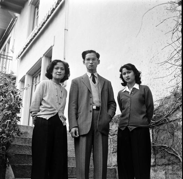 King_Bhumibol_with_his_mother_and_his_elder_sister_at_Villa_Vadhana